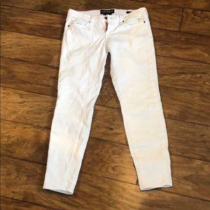 Lucky Brand Charlie Skinny 6 / 28 white